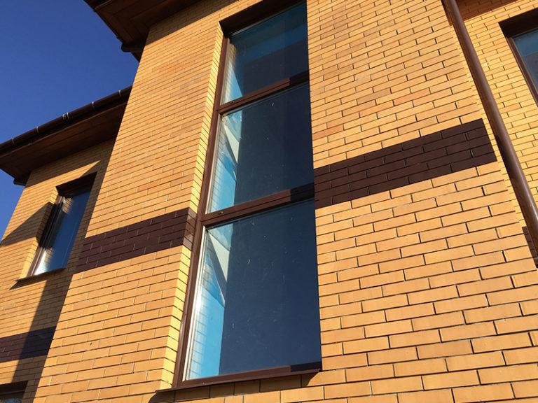 Покраска пластиковых окон в коричневый цвет